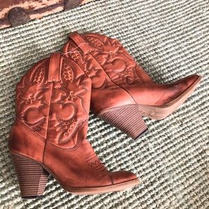 MIA brown heeled cowboy western style boots